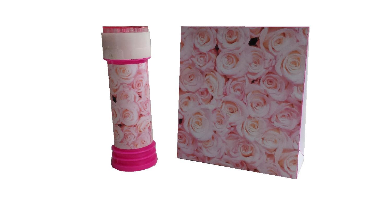 Roosjes bellenblaas en geschenkverpakking